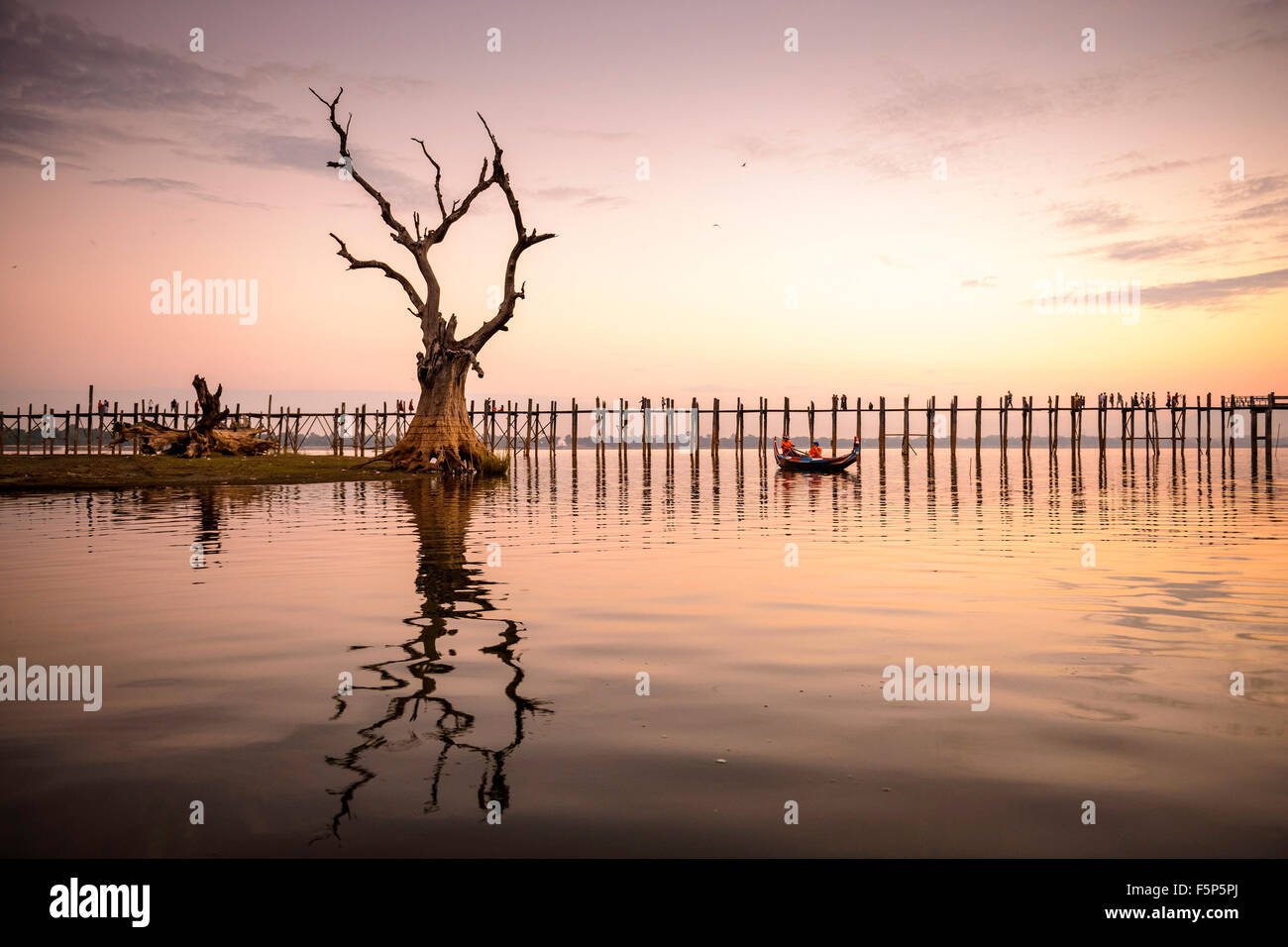 U Bein bridge of Mandalay, Myanmar. - Stock Image