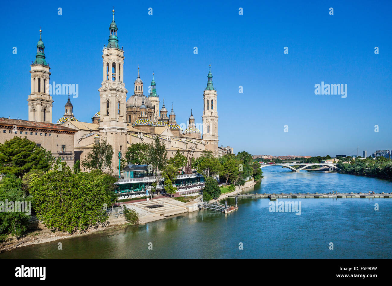 Spain, Aragon, Zaragoza, view of the Baroque style Basilica-Cathedral of Our Lady of the Pillar and her distinctive - Stock Image