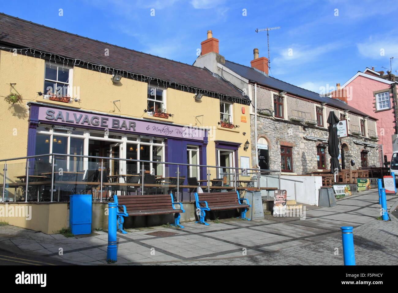 Salvage Bar Restaurant And Royal Oak Pub Saundersfoot Stock Photo