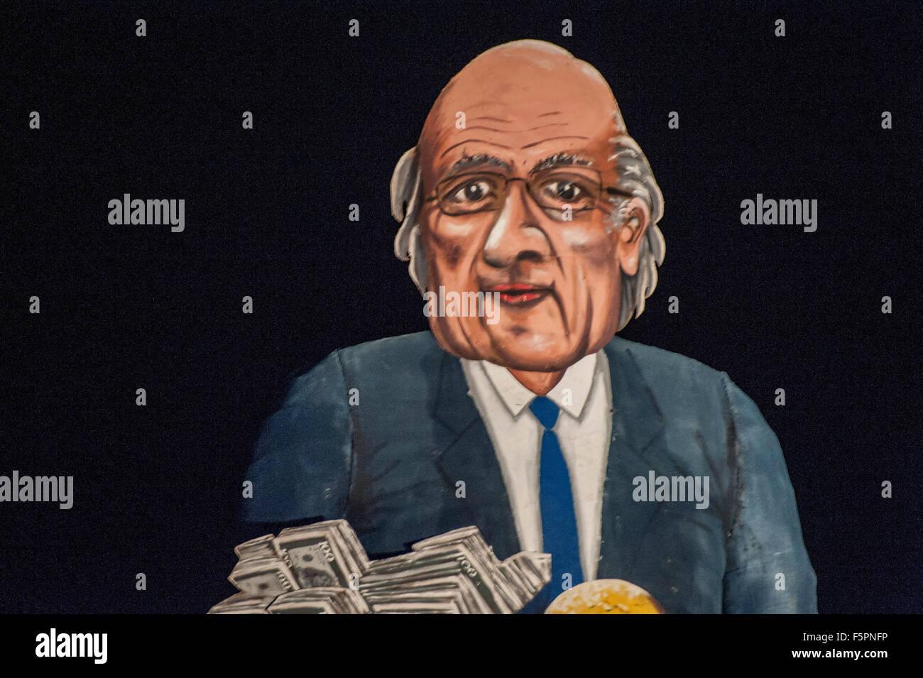 Edenbridge, Kent UK. 7th November 2015. Effigy of disgraced FIFA president Joseph 'Sepp' Blatter before - Stock Image