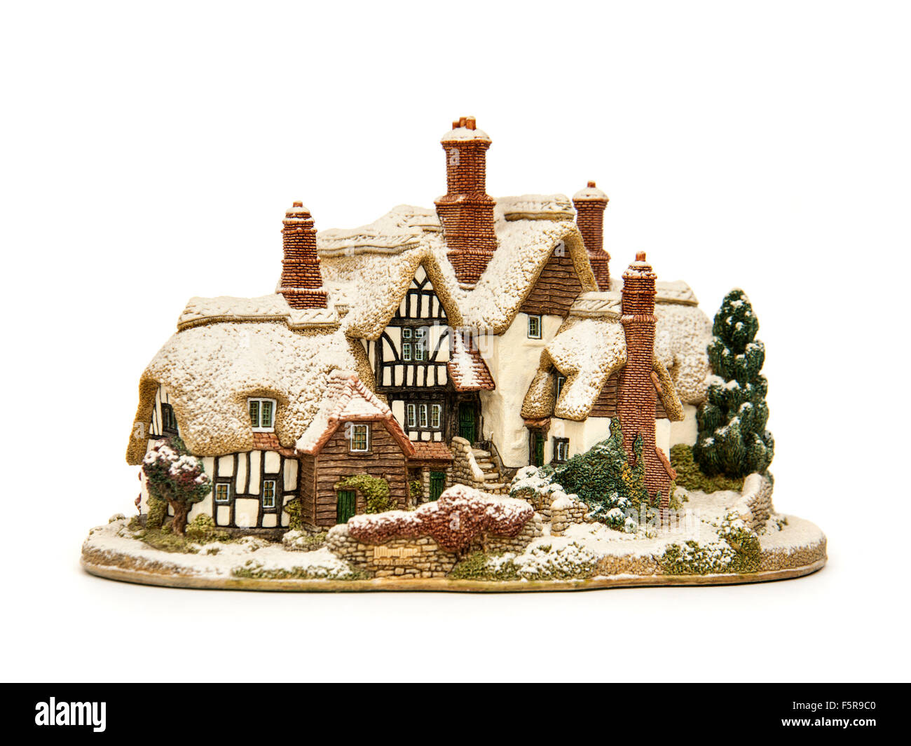 Lilliput Lane (L2438) 'Country Living in Winter' model cottage from 2001 - Stock Image