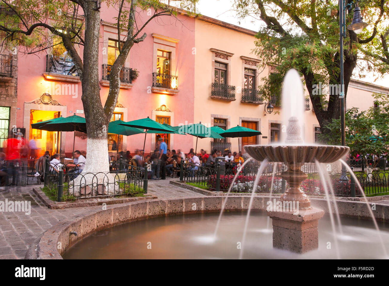 Outdoor cafes line the park across from the Conservatorio de las Rosas in Morelia, Michoacan, Mexico. - Stock Image