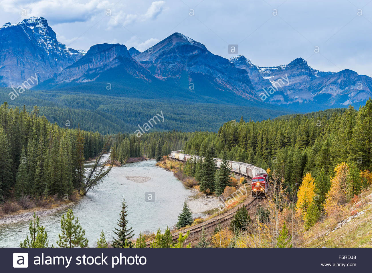 Freight train at Morant's curve, Banff National Park, Alberta, Canada - Stock Image