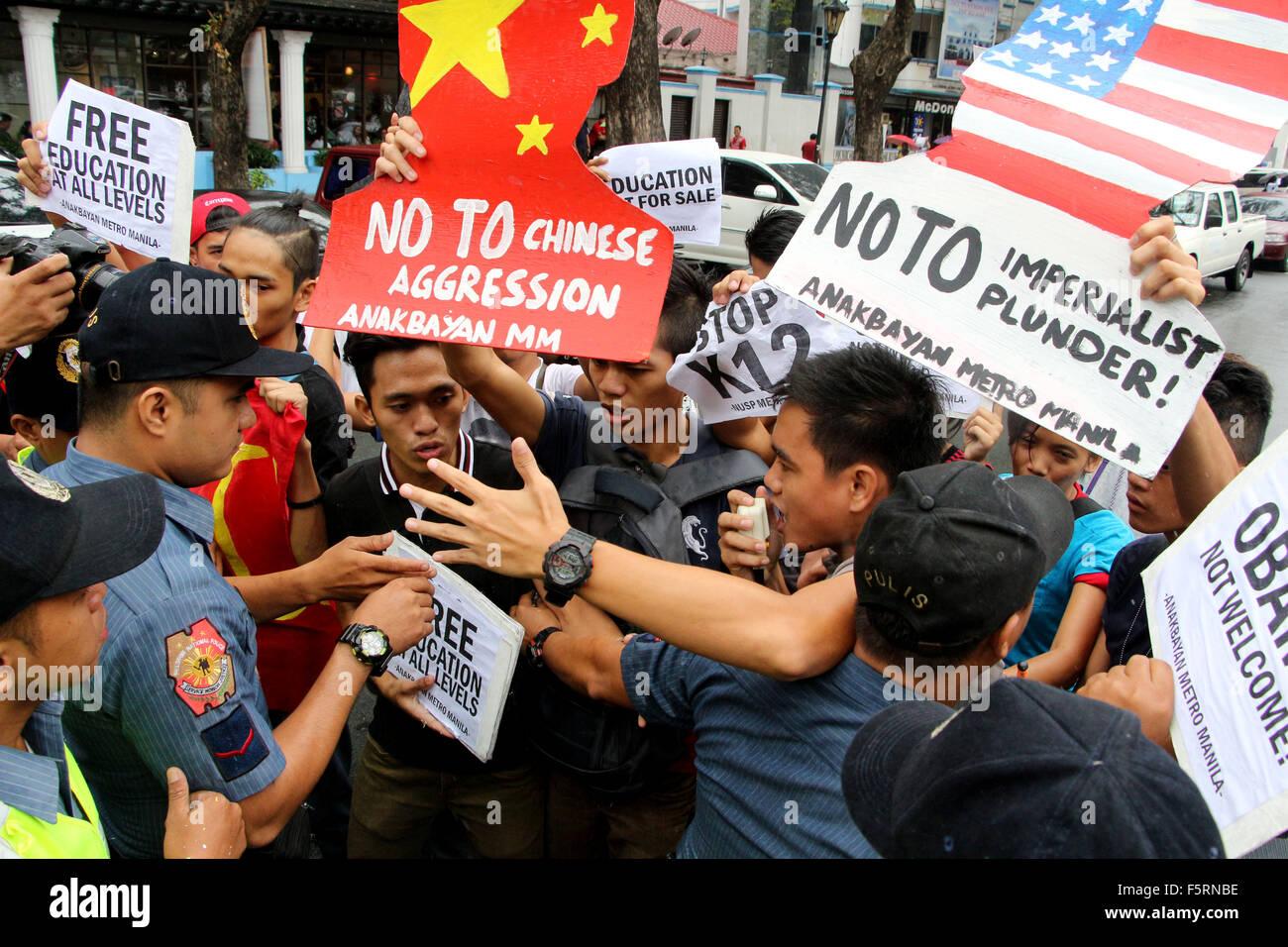 "Manila, Philippines. 09th Nov, 2015. The youth group ""Anakbayan Metro Manila"" block by the members of Philippine Stock Photo"
