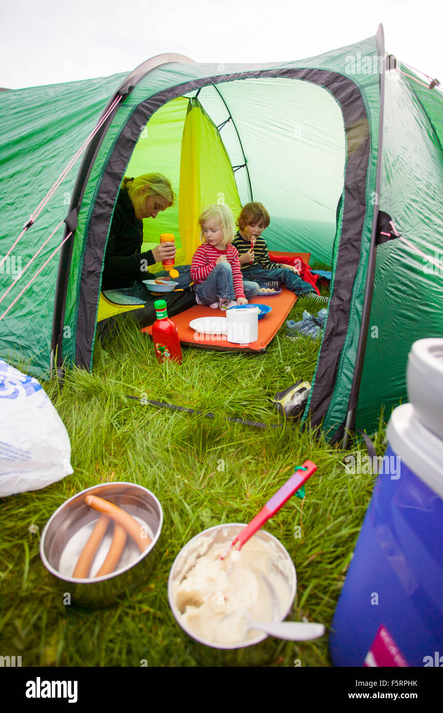 Sweden, Bohuslan, Smogen, Woman with her two children (4-5, 6-7) camping - Stock Image