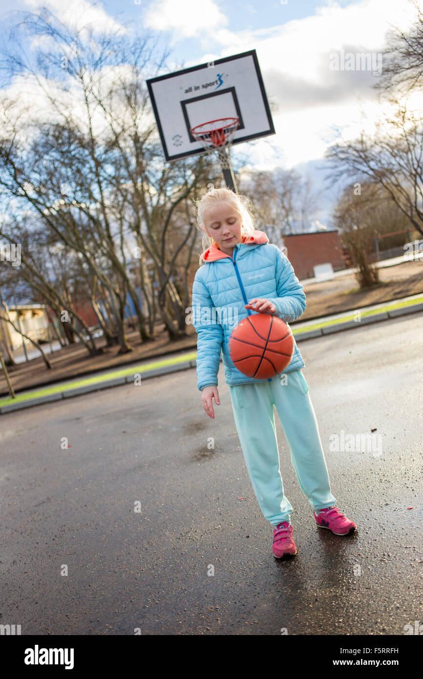 Sweden, Vastergotland, Lerum, Girl (10-11) playing basketball Stock Photo