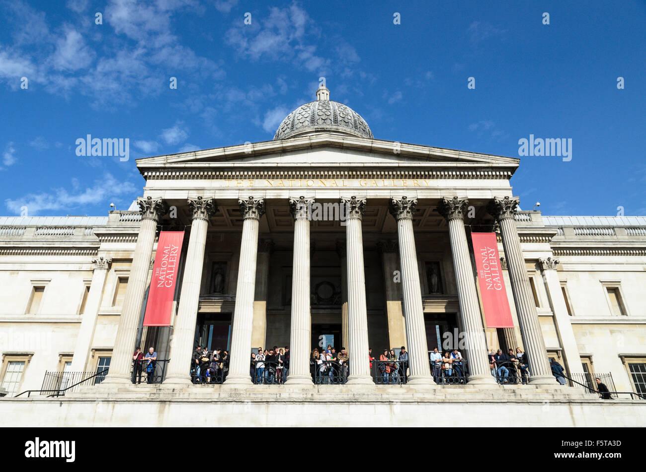 Tourists crowd the balcony of The National Gallery, Trafalgar Square, London, England, UK. Stock Photo