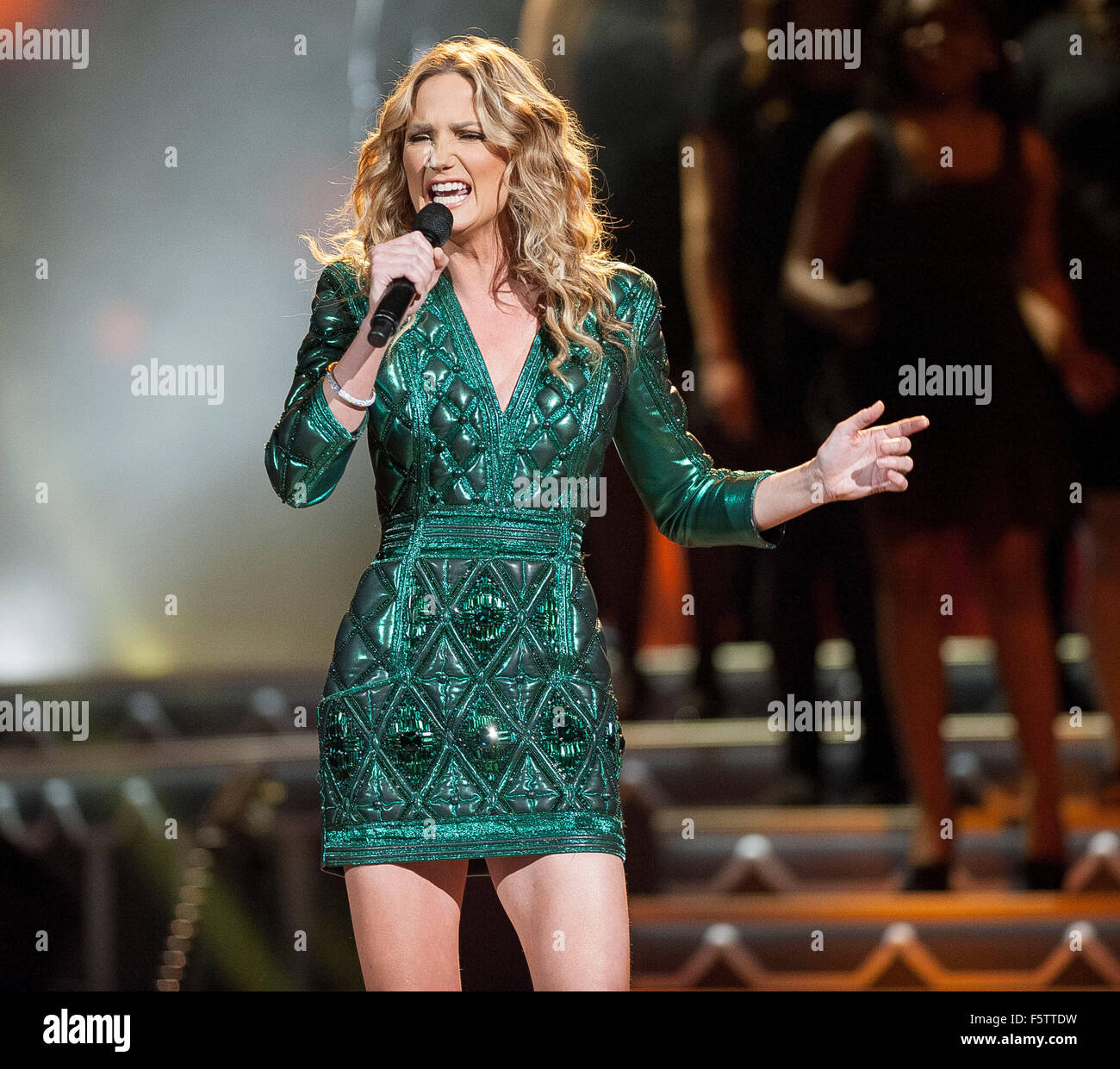 Nov. 7, 2015 - Nashville, Tennessee; USA - Singer / Host JENNIFER ...