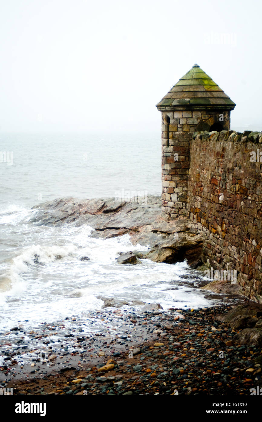 A Stone tower looking out onto the water of the Forth Estuary, Ravenscraig Park, Kirkcaldy, Fife, Scotland - Stock Image
