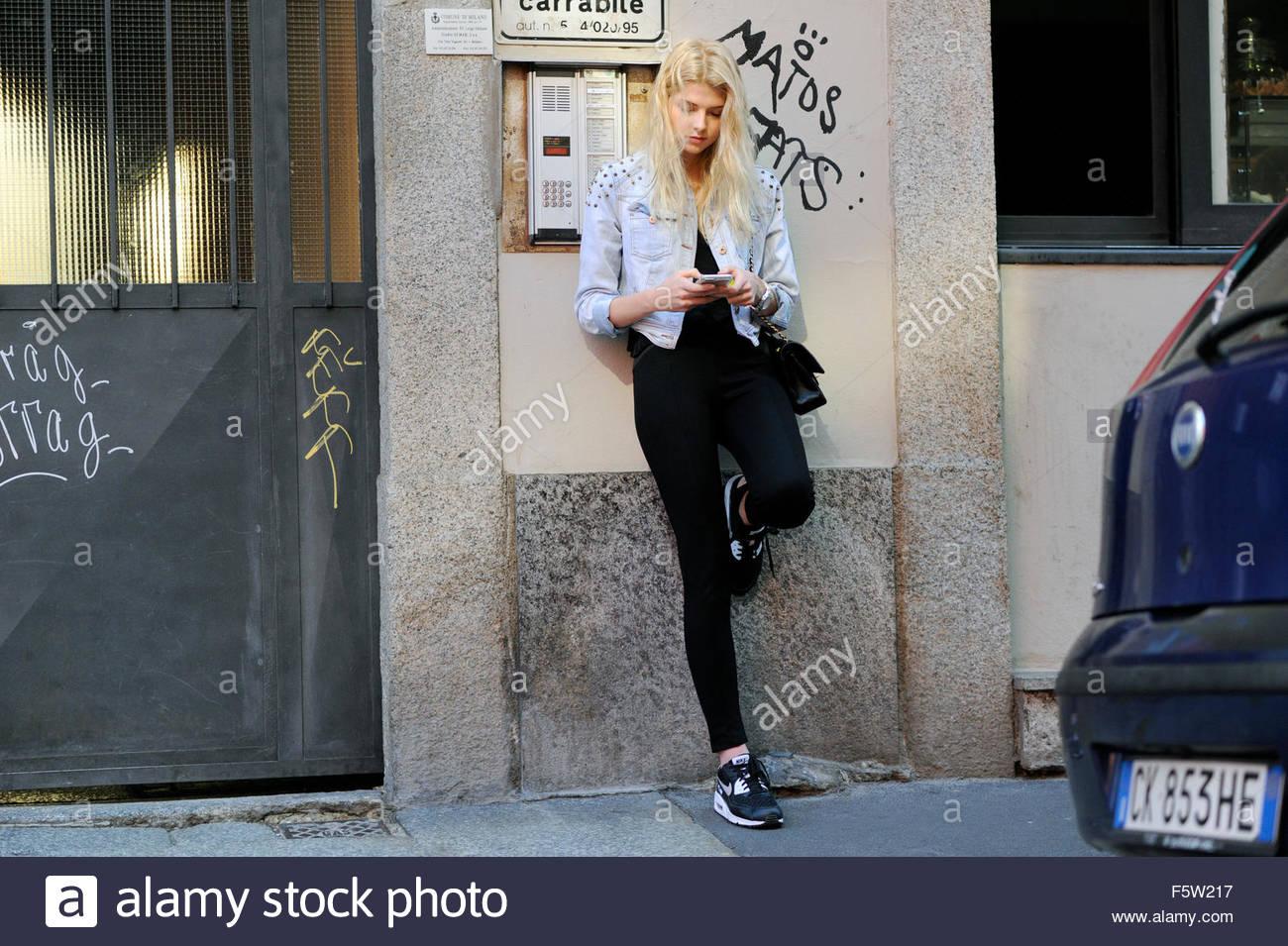 Street Style on via Bergognone, Milan Fashion Week Italy 2015. - Stock Image