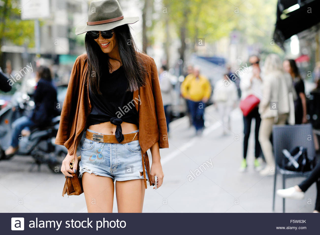 On Viale Piave, after Dolce & Gabbana ready to wear Spring Summer 2016. Milan Fashion week 2015. - Stock Image