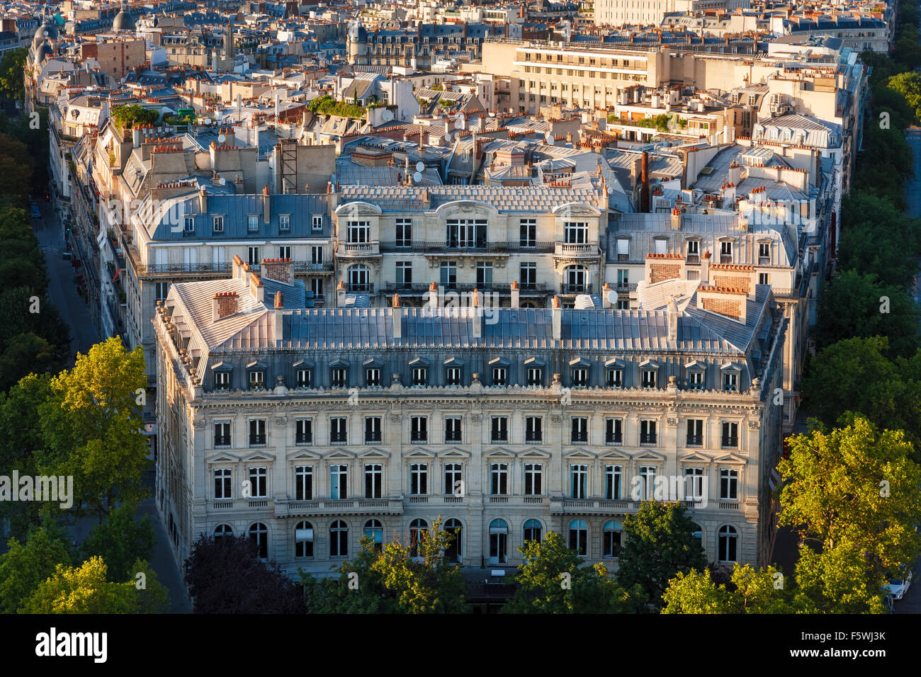 Haussmannian building with curvilinear facade and Paris Rooftops between Avenue Mac-Mahon and Avenue de Wagram, - Stock Image