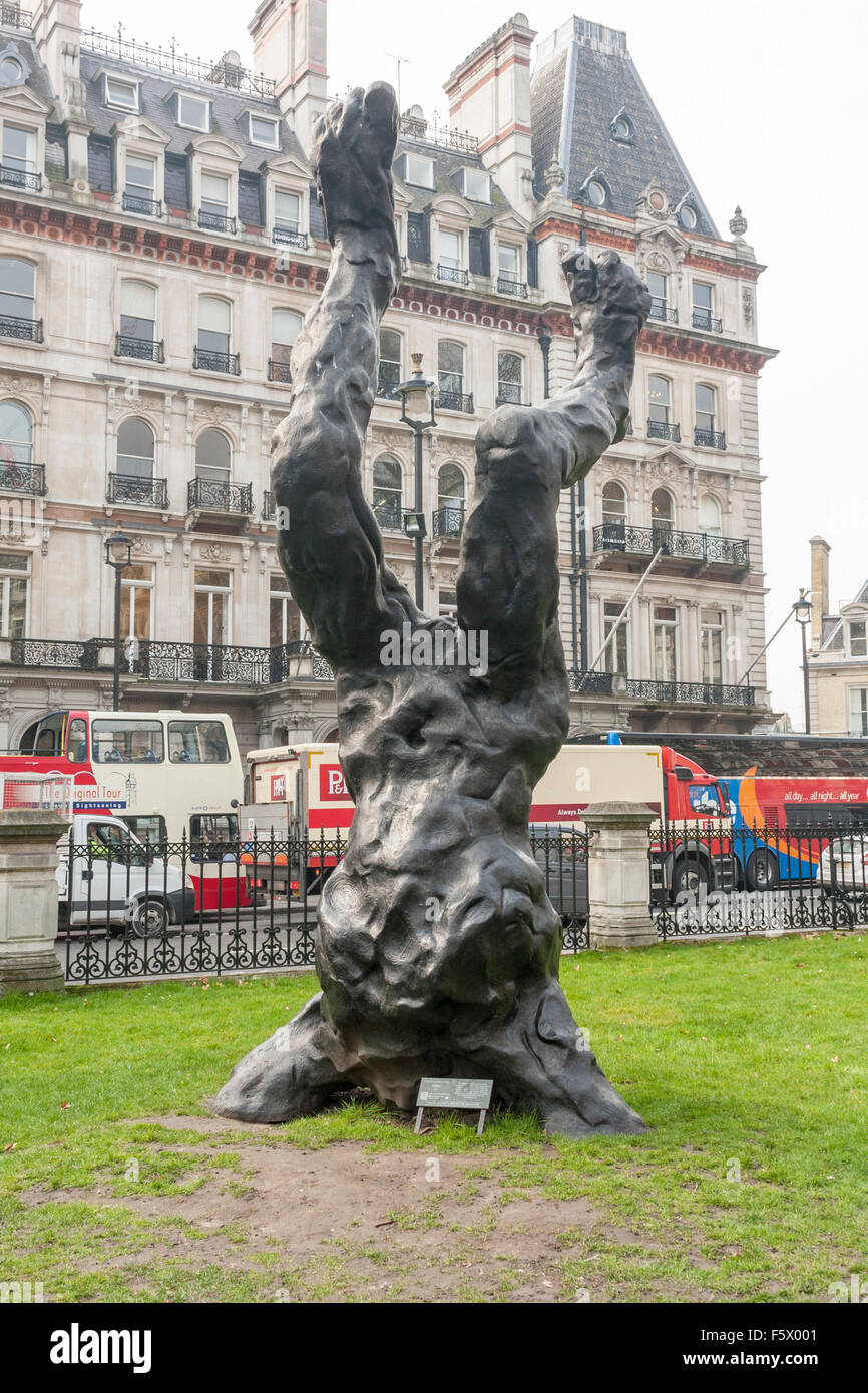 Contemporary outdoor sculpture of Alien, by David Breuer-Weil. Victoria, London, UK - Stock Image