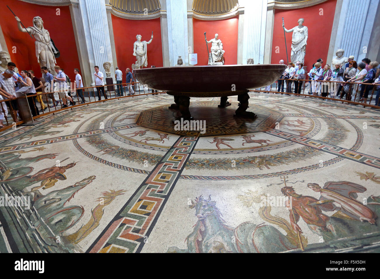 The Sala Rotunda featuring a large red porphyry bath in the Vatican Museum - Stock Image
