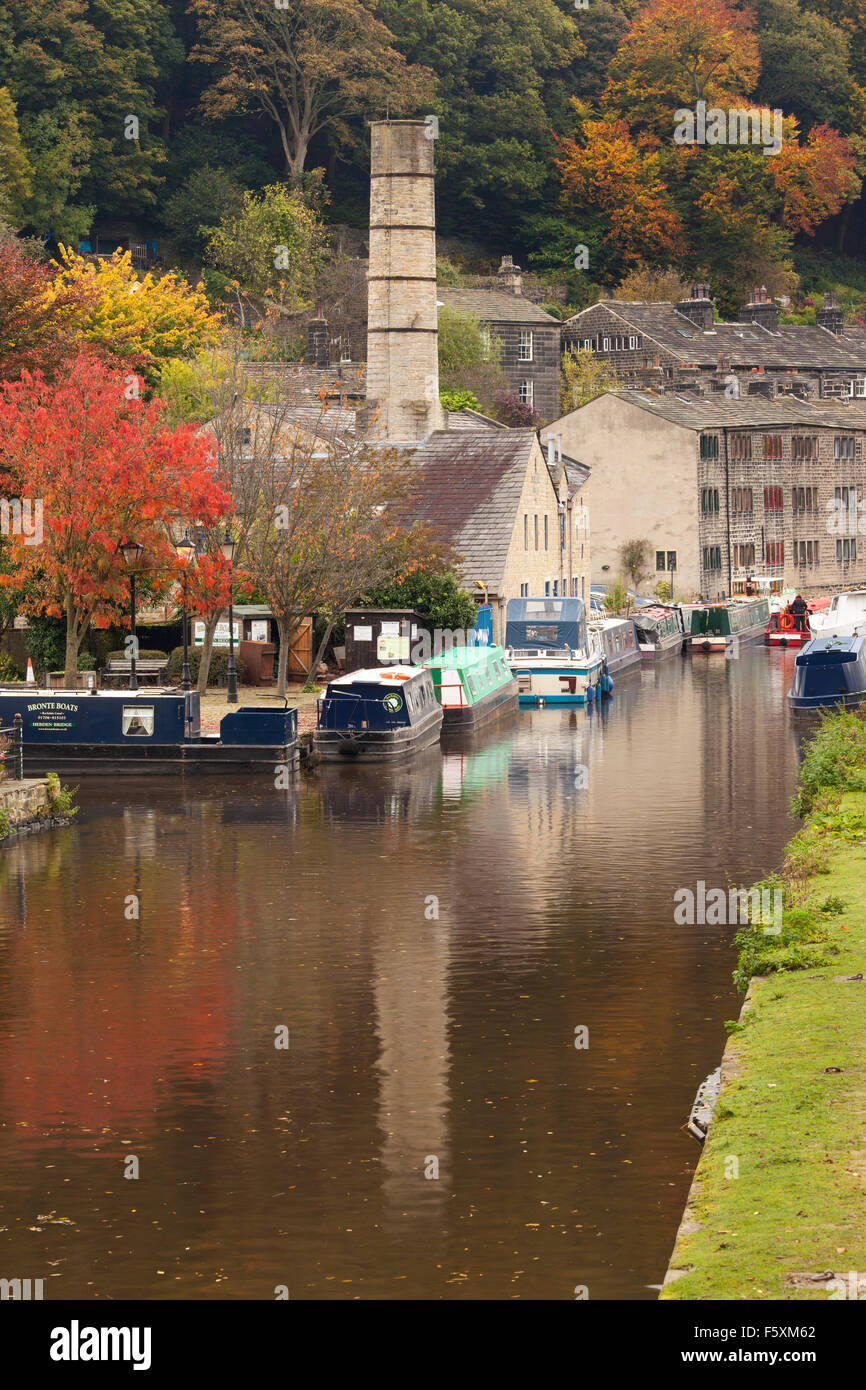 Crossley Mill & longboats (barges) on the Rochdale Canal at Hebden Bridge in Autumn (October), Calderdale, West - Stock Image