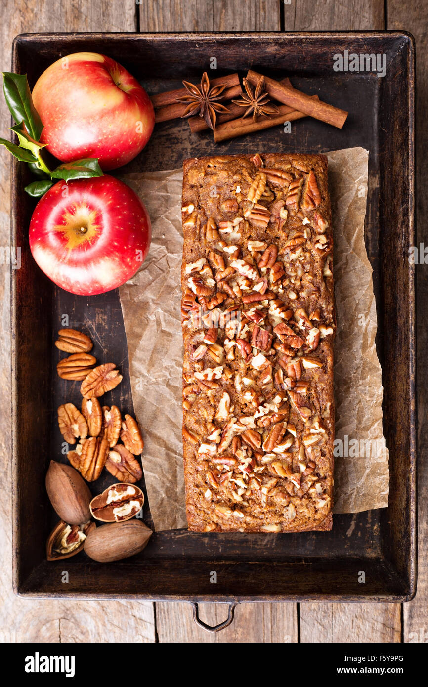 Gingerbread apple loaf cake with cinnamon and nuts - Stock Image