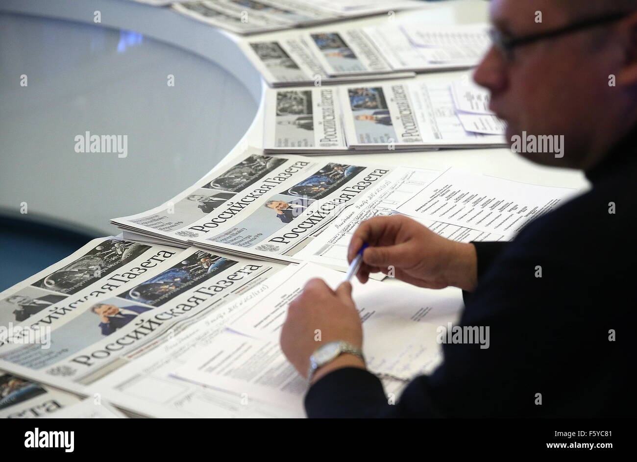 Moscow, Russia. 10th Nov, 2015. The editorial office of the state-run Rossiyskaya Gazeta newspaper. The first issue - Stock Image