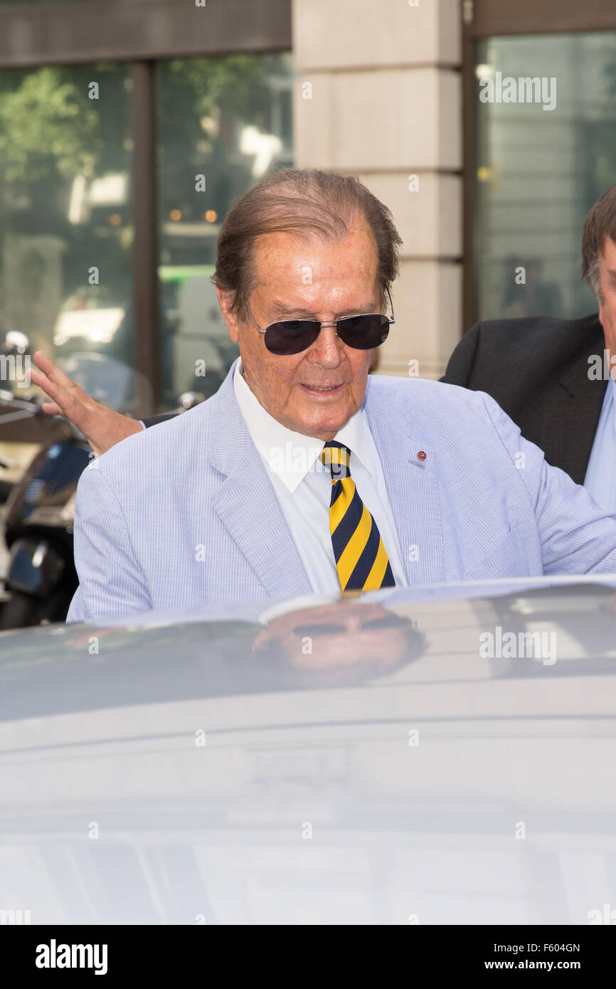 Roger Moore pictured arriving at the Radio 2 studio  Featuring: Roger Moore Where: London, United Kingdom When: - Stock Image