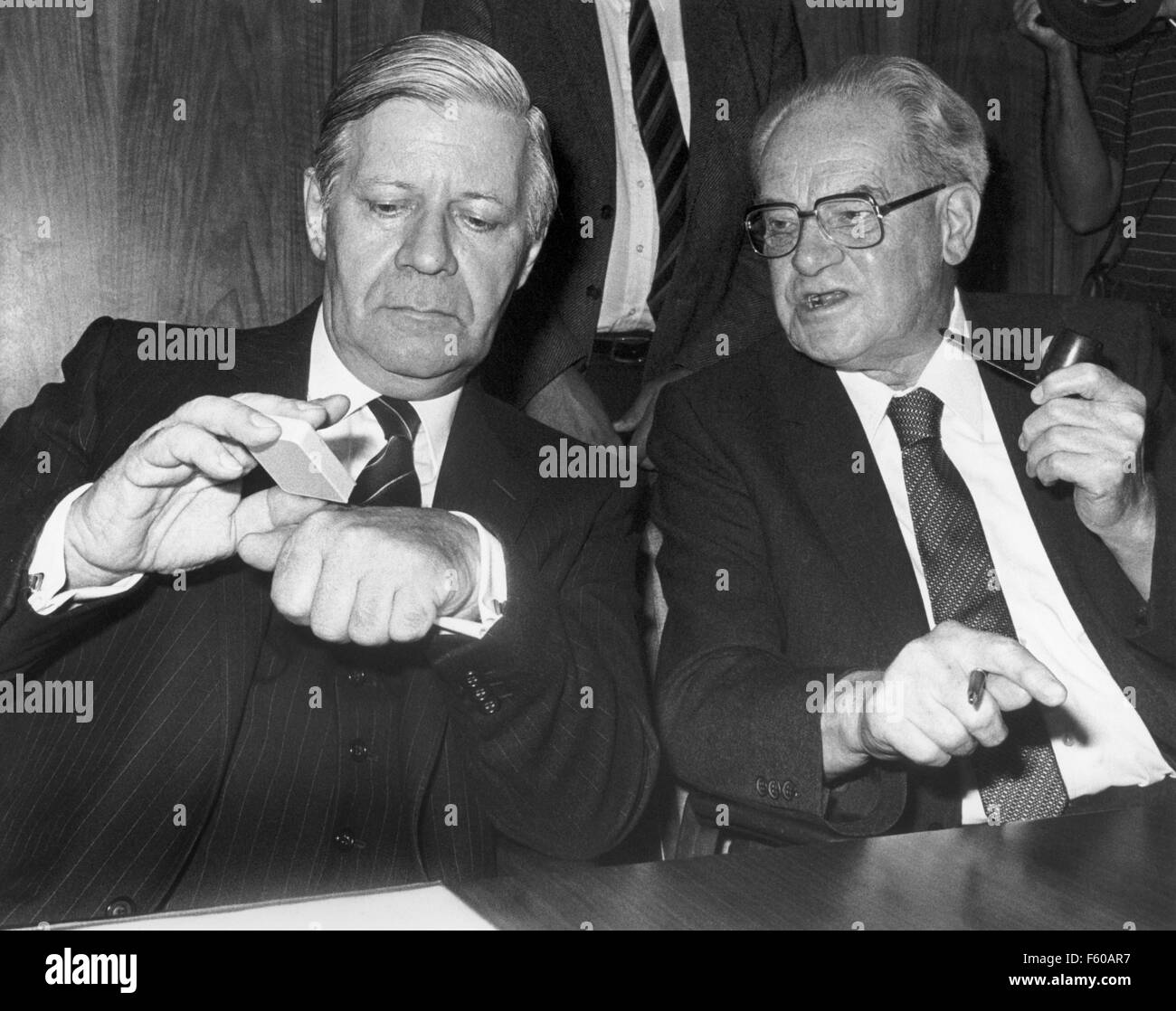 Chancellor Helmut Schmidt (L) in a conversation with faction leader Herbert Wehner (R) during the SPD party meeting. The SPD/FDP coalition was ended with the resignation of the four FDP ministers on 17 September 1982. Stock Photo