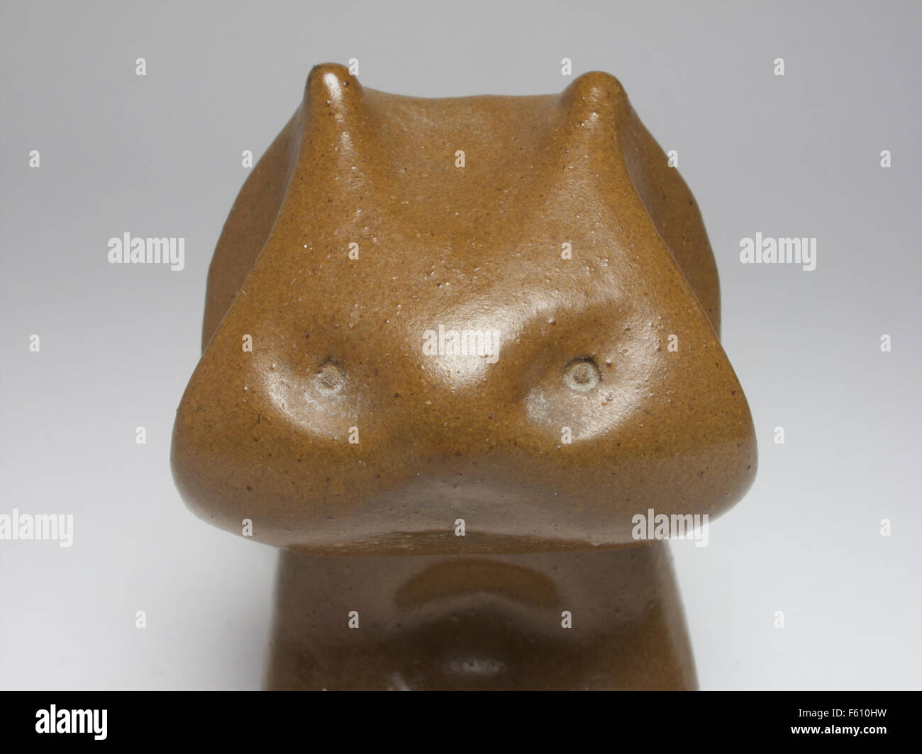 Mid century Russian Tekt pottery cat, 9cm high - Stock Image