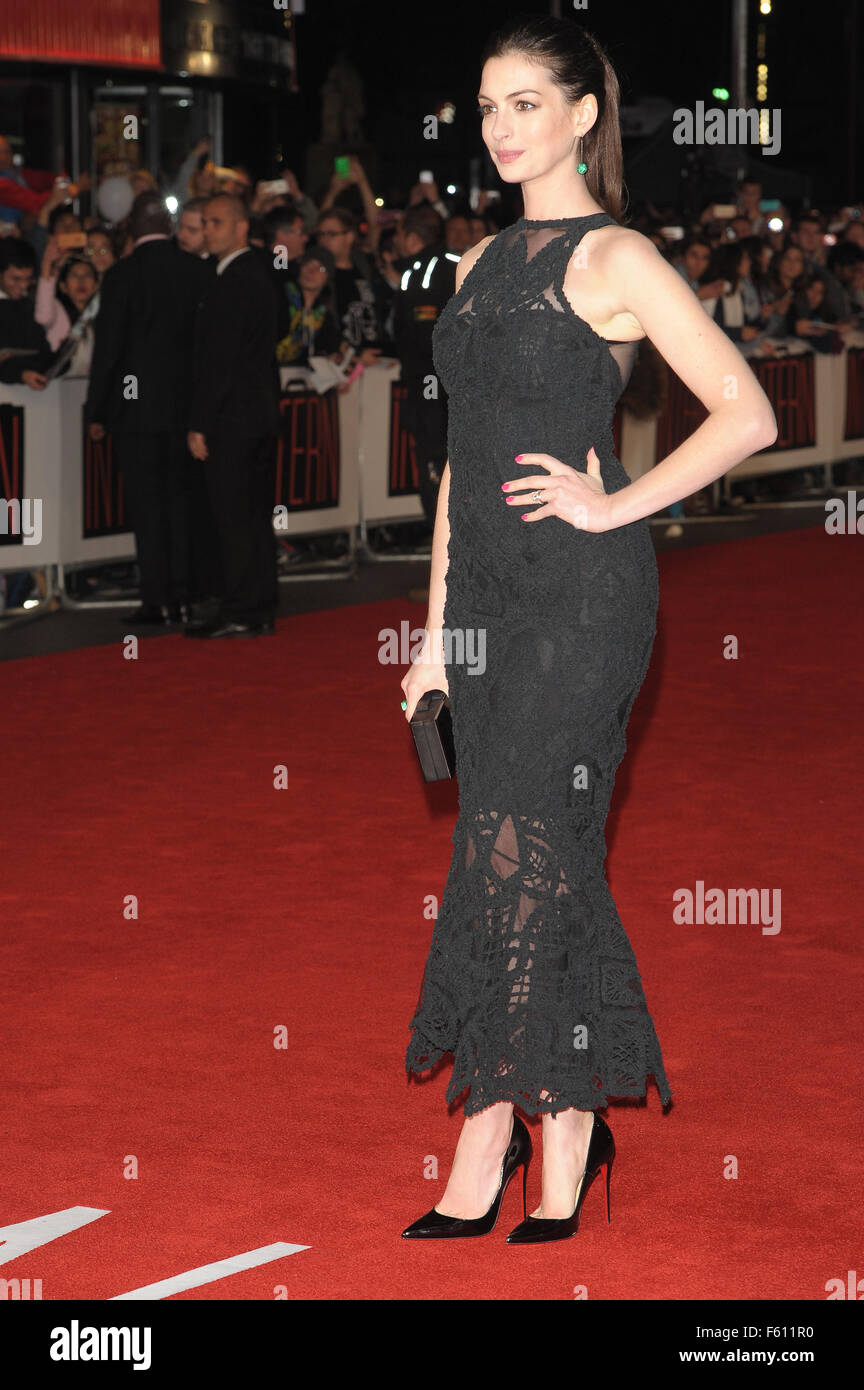 'The Intern' - UK Film Premiere - Red Carpet  Featuring: Anne Hathaway Where: London, United Kingdom When: - Stock Image
