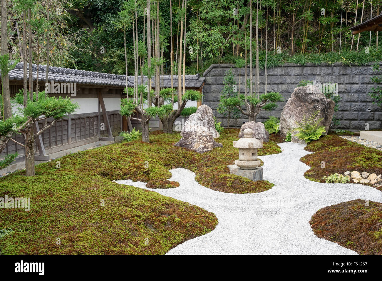 A Traditional Zen Garden At The Hase Dera Buddhist Temple At Stock Photo Alamy