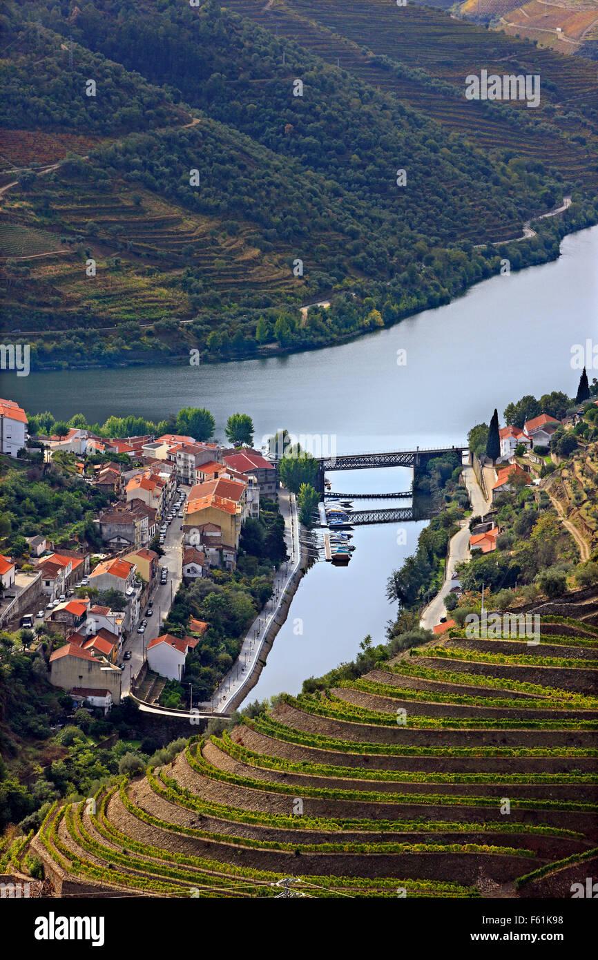 Pinhao town and Douro river, in the heart of Alto Douro Wine Region (UNESCO World Heritage, Site), Porto e Norte, - Stock Image
