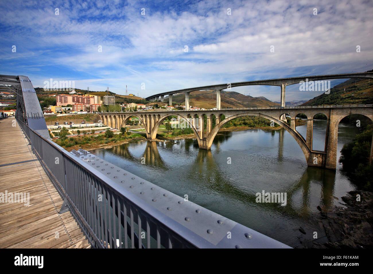 Bridges crossing Douro river at Peso da Regua town, Porto e Norte Portugal. Alto Douro Wine Region (UNESCO World - Stock Image