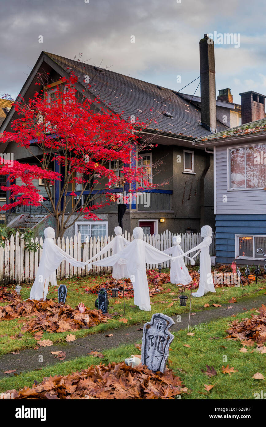 Front yard Halloween display - Stock Image