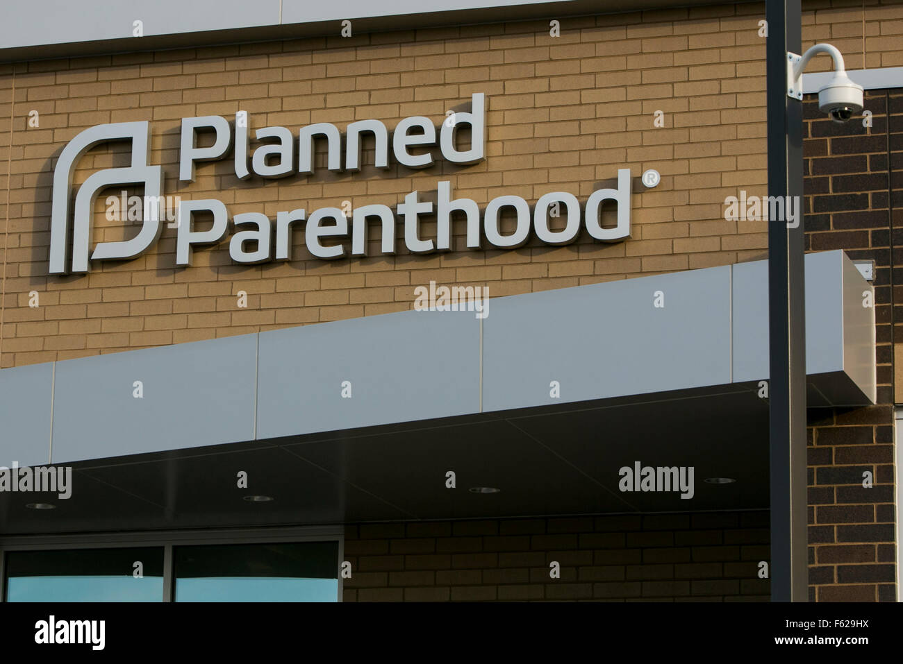 A logo sign outside of a Planned Parenthood medical clinic in St. Paul, Minnesota on October 25, 2015. - Stock Image