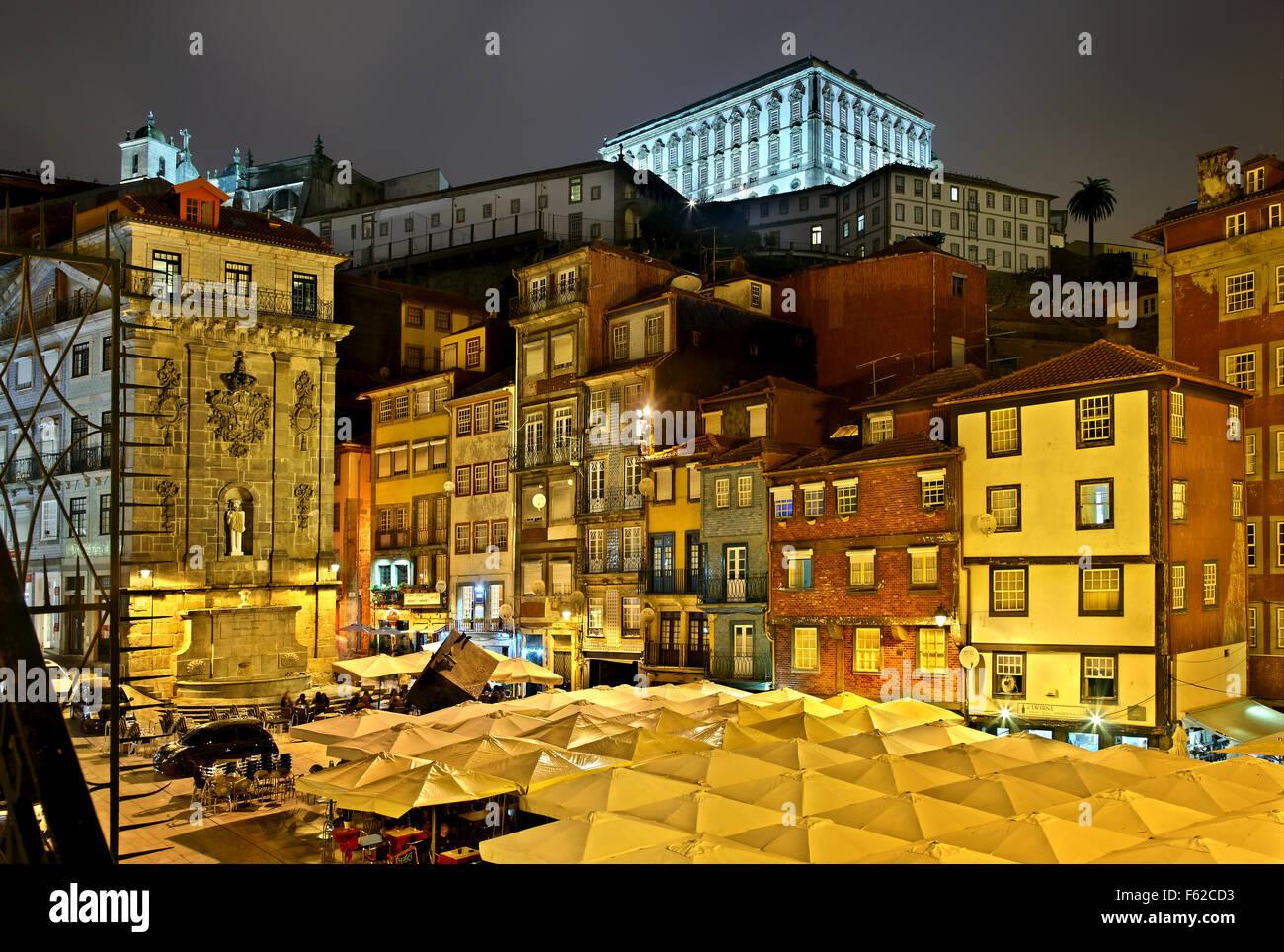 Night view of Praca (square) da Ribeira, Porto, Porte e Norte, Portugal. - Stock Image