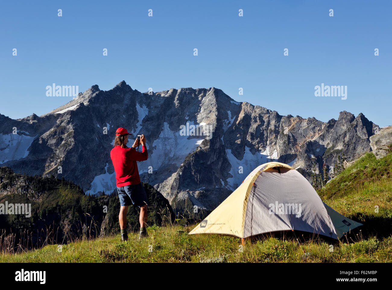 WA10926-00...WASHINGTON - Early morning photography at campsite on Liberty Cap in the Glacier Peak Wilderness Area. - Stock Image
