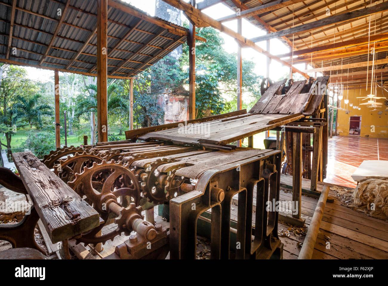 Old henequen crusher at the Temozon Hacienda in Yucatan, Mexico. - Stock Image