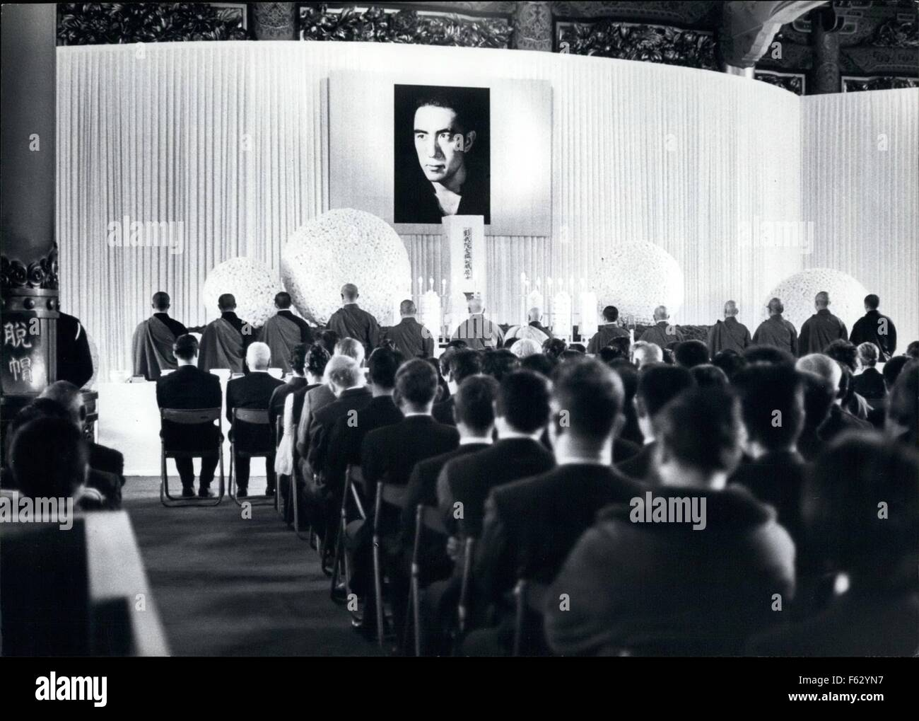 1968 - The Funeral service in Tokyo conducted by Buddhist priests of author Yukio Mishima, who committed hari - Stock Photo