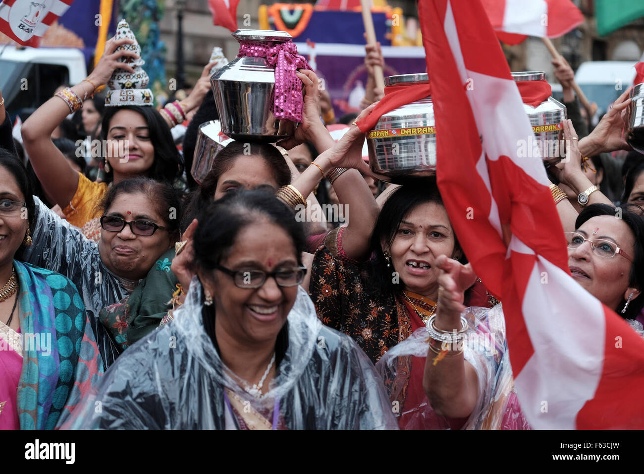 Hindu women ceremony in the wet UK weather - Stock Image