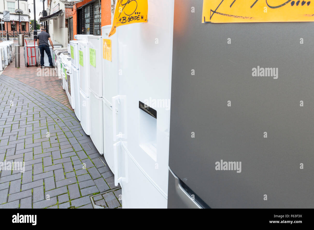 Second hand electrical goods for sale on a UK high street. - Stock Image