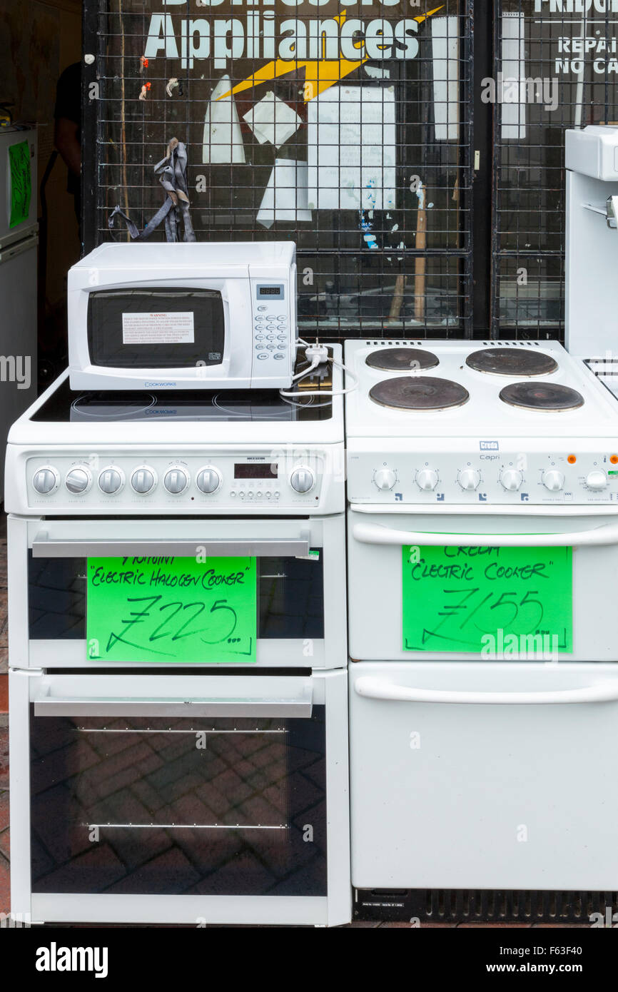 Second hand cookers and used microwave for sale on a UK town centre street. - Stock Image