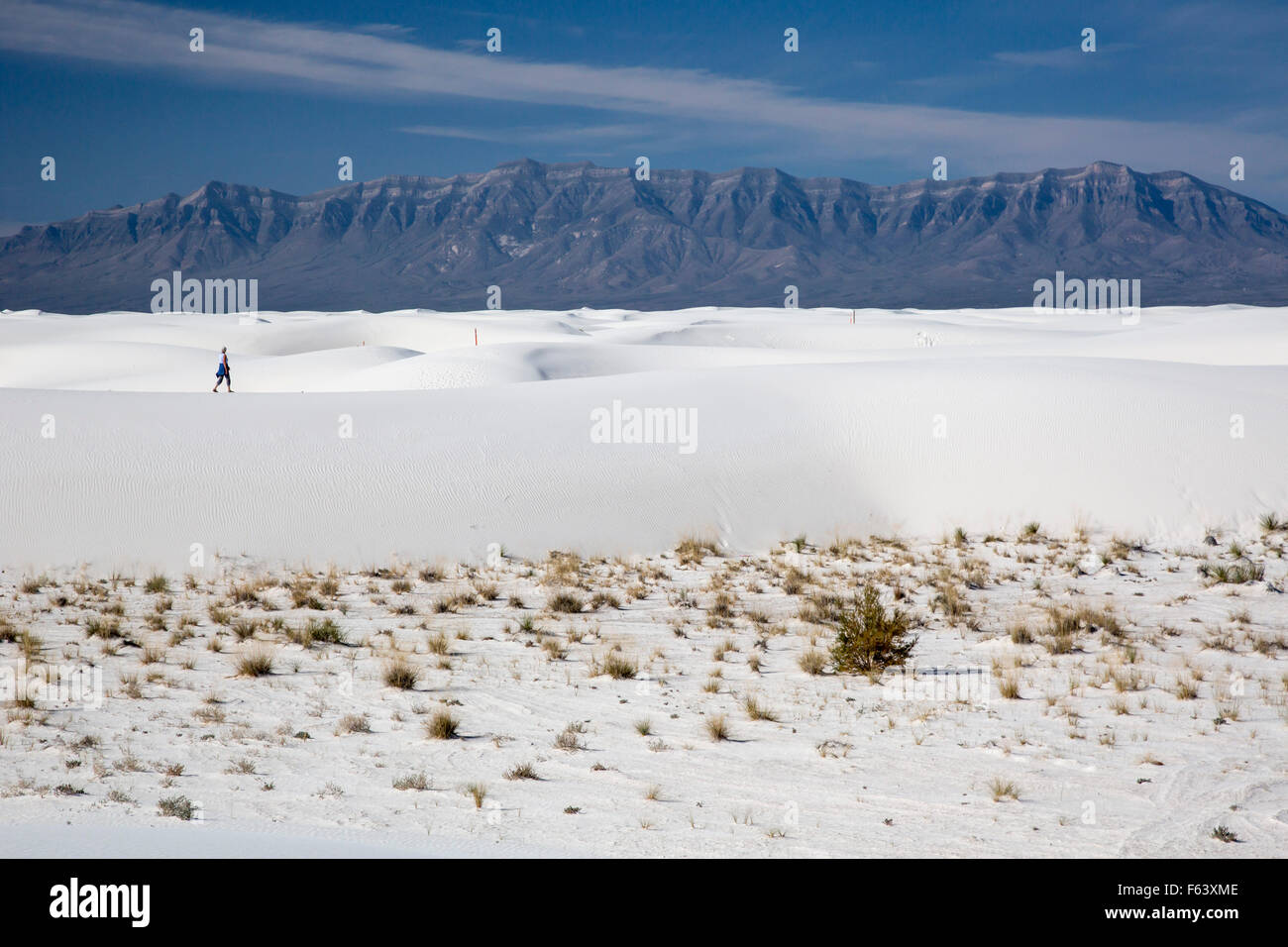 Alamogordo, New Mexico - A woman hiking in White Sands National Monument. - Stock Image