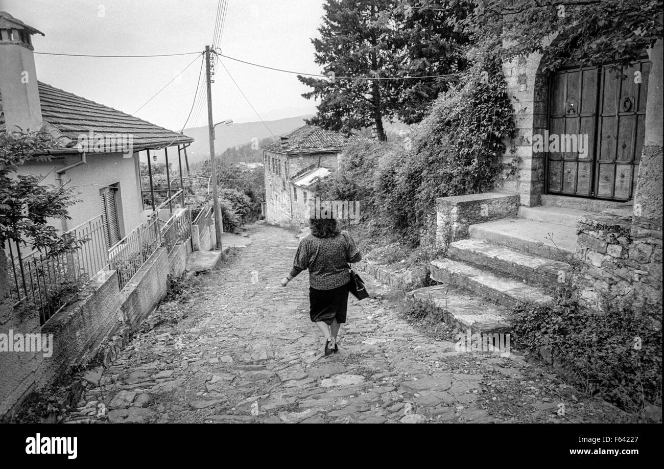 Typical street scenes in Konitsa / Κόνιτσα, Epirus, northern Greece.  Picture taken in 1993. - Stock Image