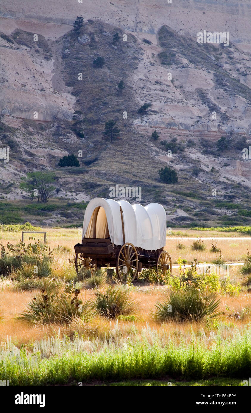 A covered wagon replica stands near the entrance to Scotts Bluff National Monument in western Nebraska. - Stock Image