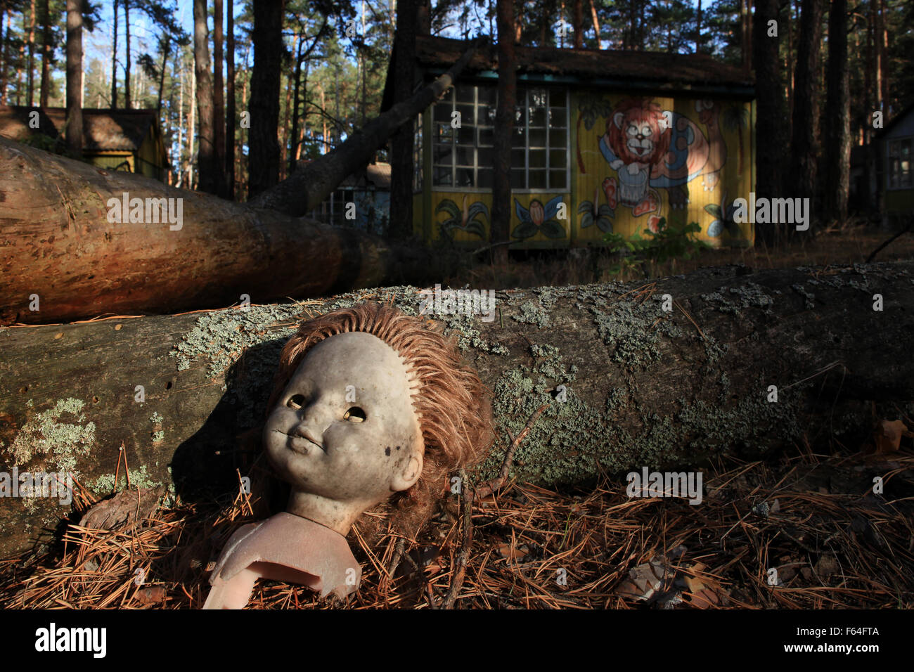 An orphaned doll in the abandoned holiday camp Izumrodnoe, located near the cooling pond of the Chernobyl nuclear - Stock Image