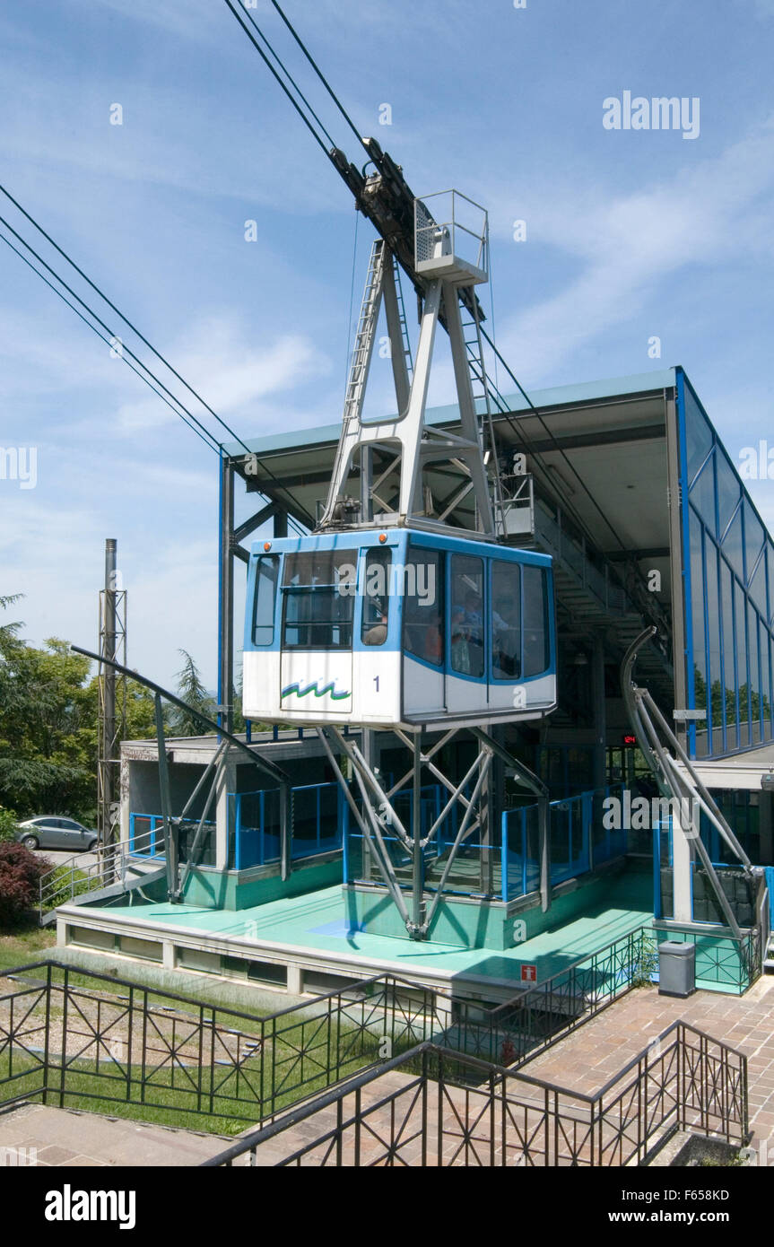 cable car car cablecar cablecars wire wires cables tension stress force forces stress strain san marino lift lifting Stock Photo