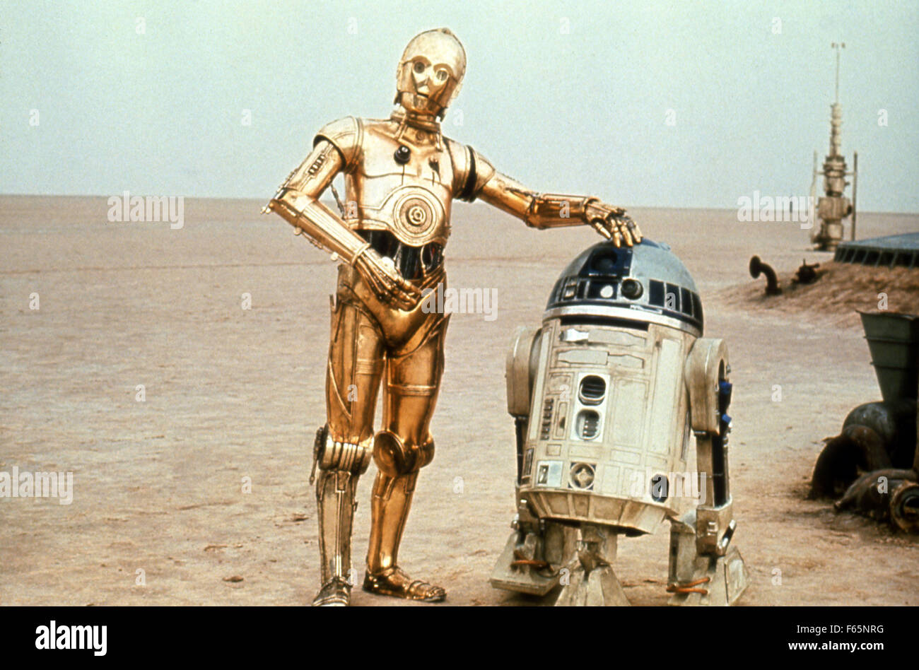 Star Wars: Episode IV - A New Hope Year : 1977 USA Director : George Lucas Kenny Baker, Anthony Daniels - Stock Image