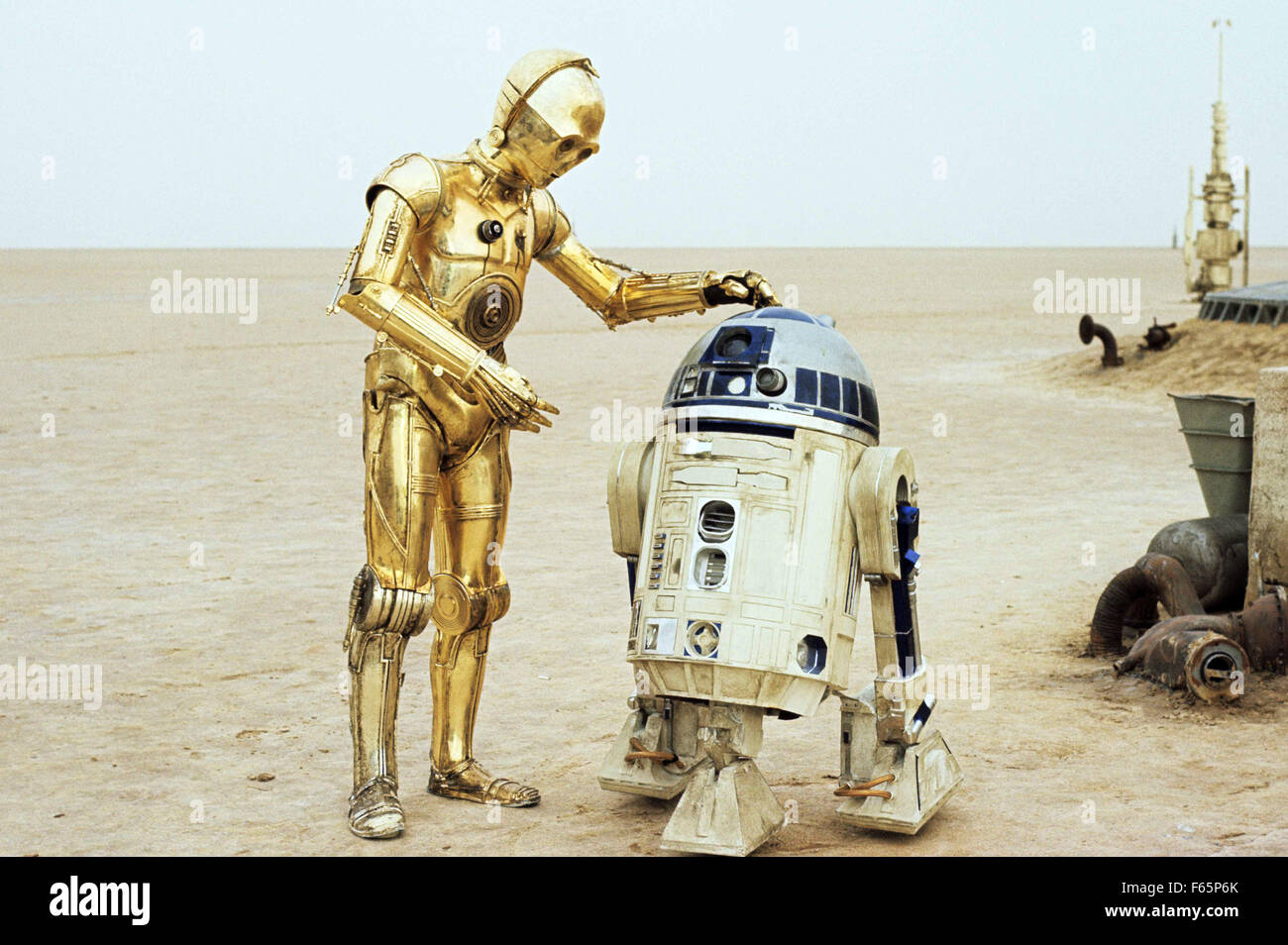 Star Wars: Episode IV - A New Hope Year : 1977 USA Director : George Lucas Anthony Daniles, Kenny Baker - Stock Image