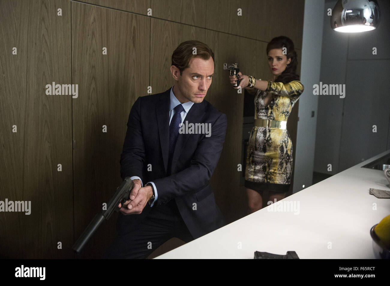 Spy Year : 2015 USA Director : Paul Feig Jude Law, Rose Byrne - Stock Image
