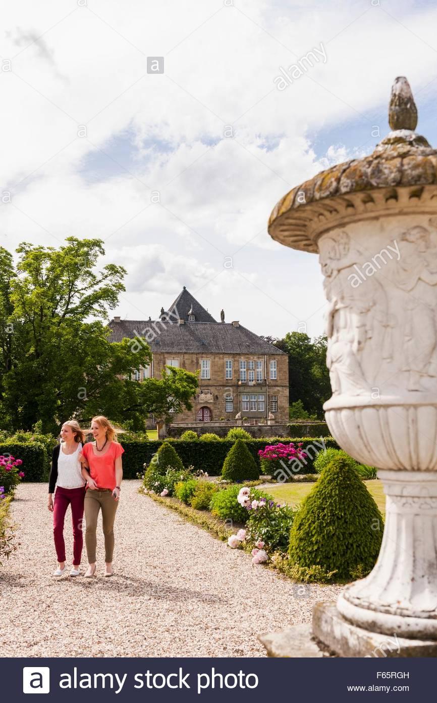 Two girls admiring the baroque garden of Wasserschloss Gesmold - Stock Image