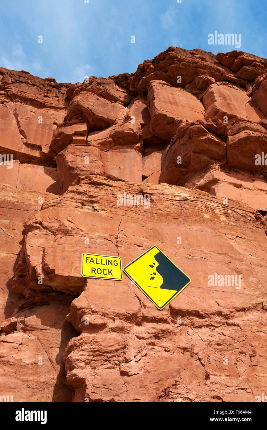 Falling rock signs on a cliff, Utah, USA. - Stock Image