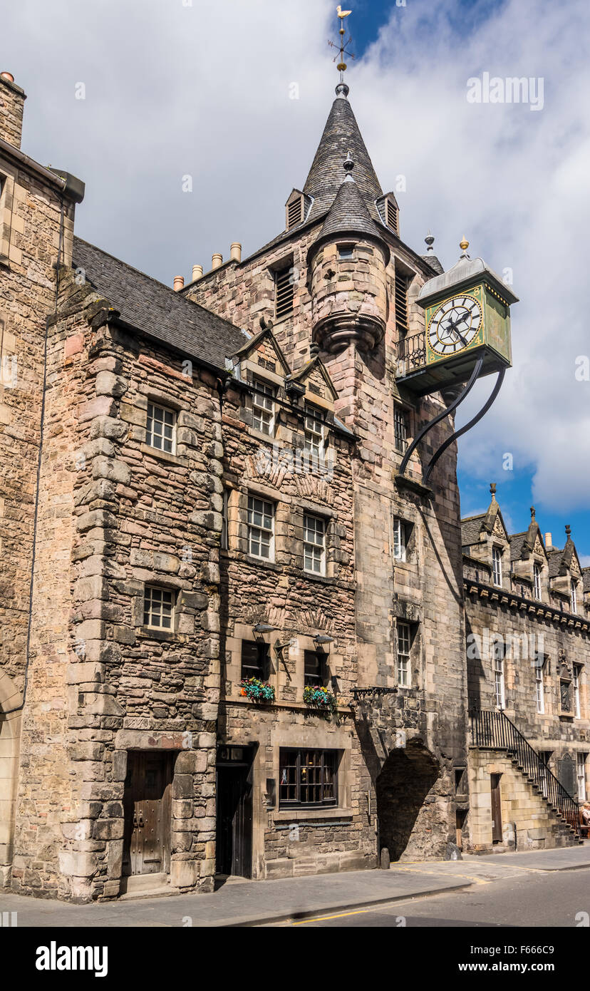 The 1591 toll booth clock on the old prison in Canongate, on the Royal Mile, In Edinburgh, Scotland - Stock Image