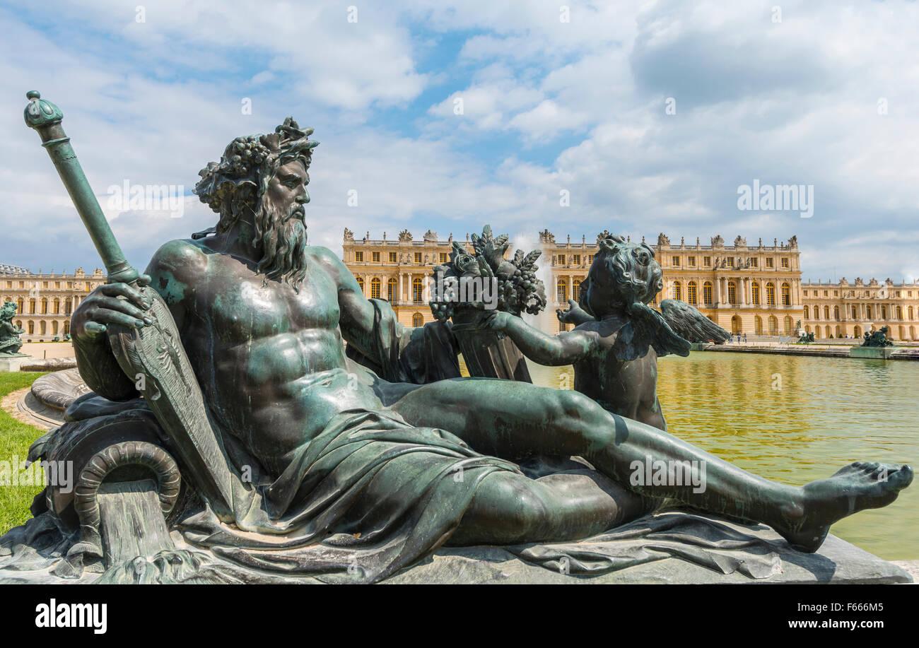 Bronze statue, Palace of Versailles, UNESCO World Heritage Site, Yvelines, Region Ile-de-France, France - Stock Image