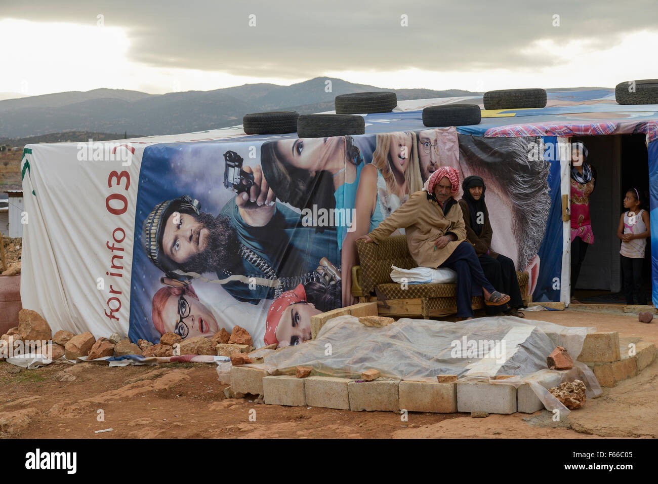LEBANON Beqaa valley, Deir el Ahmad, camp for syrian refugees, family in tent made from old cinema poster / LIBANON - Stock Image